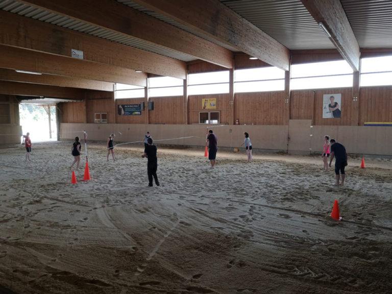 Ein neuer Sandboden in der Reithalle ist nicht nur zum Reiten schön...